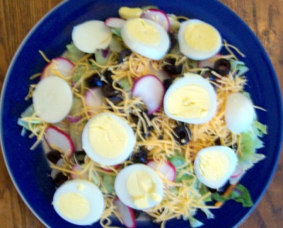 Lunch: a salad with egg and cheese